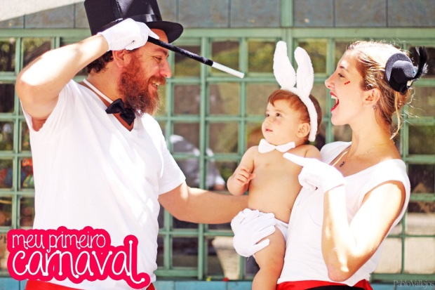 Nesse o papai é o mágico, mamãe ajudante do mágico e bebê coelho que sai da cartola