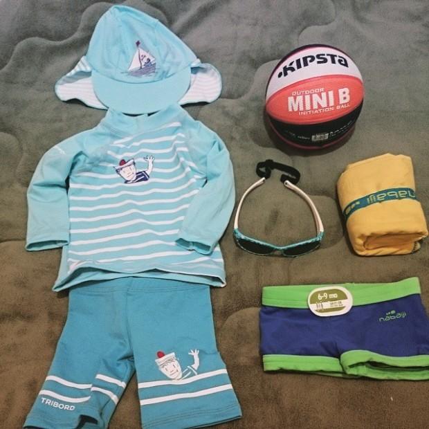 Na Decathlon vende o kit com bermuda, blusa e chapéu. Comprei também o óculos separado e que também tem proteção