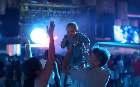 bebê de 1 ano no rock in rio 2015